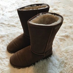 BEARPAW boots - similar to UGGs